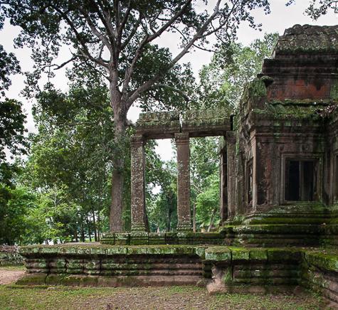 gate Angkor Wat