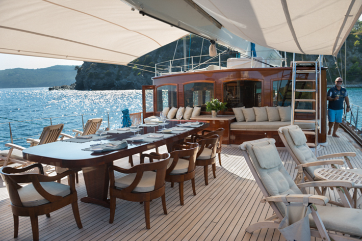 Mid deck dining.