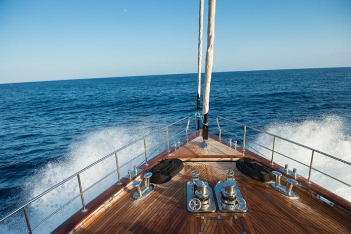 Bow at sail.